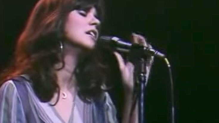 We're A Little In Love With Linda Ronstadt's Dreamy Tribute To Late Legend Buddy Holly | Society Of Rock Videos