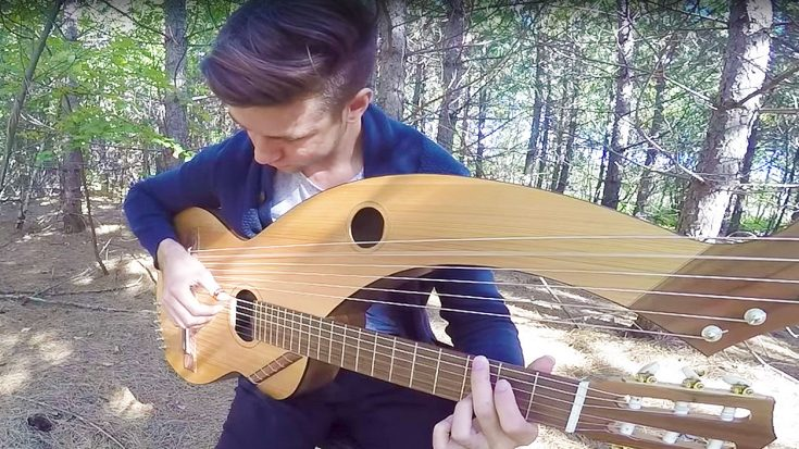 Simon & Garfunkel's 'Sound of Silence' Is Played on An 18 String Guitar, & It's Absolutley Mesmerizing! | Society Of Rock Videos