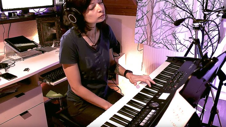 """You Haven't Lived Until You've Heard The Way This Young Girl Plays """"Landslide"""" On Piano 