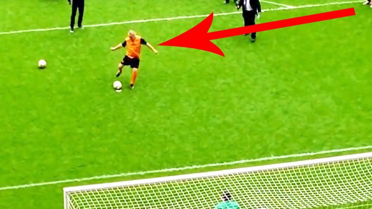 Camera Catches Robert Plant Playing Soccer, & Let's Just Say He's Actually Pretty Damn Good! | Society Of Rock Videos