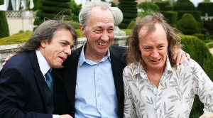 News: Angus & Malcolm Young Suffer Heartbreaking Loss…