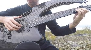 """With Help From His Unique Harp-Guitar, This Guy Beautifully Recreates """"Free Fallin'"""" In Honor Of Tom Petty"""
