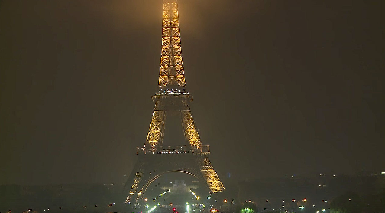 Last Night The Eiffel Tower Went Completely Dark In Honor