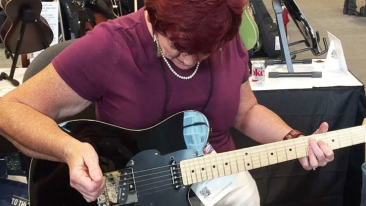 She Gets Handed A Guitar At Convention – She Immediately Goes Viral | Society Of Rock Videos