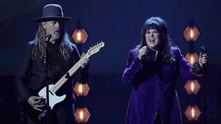 "Ann Wilson Steals The Show With Soulful ""Black Hole Sun"" Cover At The Rock & Roll Hall Of Fame Ceremony"