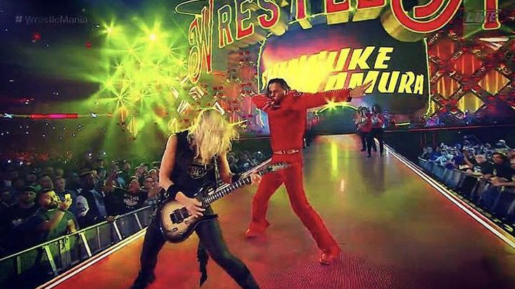 Alice Cooper's Guitarist Nita Strauss Stole The Show At Wrestlemania – Melted Every Face Off! | Society Of Rock Videos