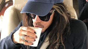This Innocent Airplane Photo Of Steven Tyler Has People Mad For All The Wrong Reasons