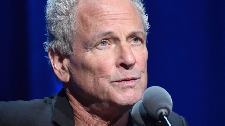 Lindsey Buckingham Breaks His Silence Just One Month After Being Fired From Fleetwood Mac | Society Of Rock Videos
