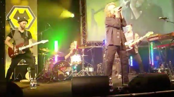 """Robert Plant Crashes Party – Joins Band To Sing """"Whole Lotta Love"""" 