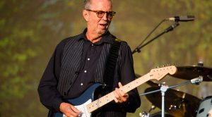 """Eric Clapton Surprises Fans With First Electric """"Layla"""" Performance In 6 Years"""
