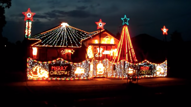 "Christmas Lights Synchronized to ""We Will Rock You"" 