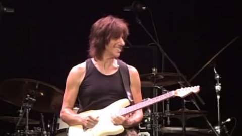 "Jeff Beck Makes His Guitar Sing ""Somewhere Over The Rainbow"" In Japan 