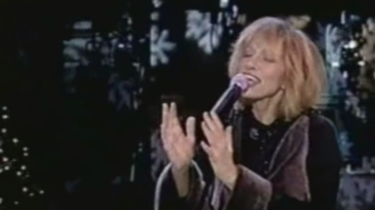 "Carly Simon Re-Writes ""I'll Be Home For Christmas"" For Children of Divorce 