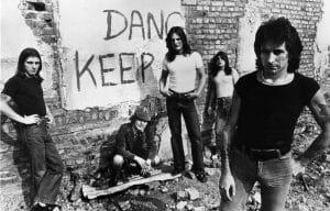 """Bon Scott's 1978 Letter Reveals A Lot About Their """"Powerage"""" Tour"""