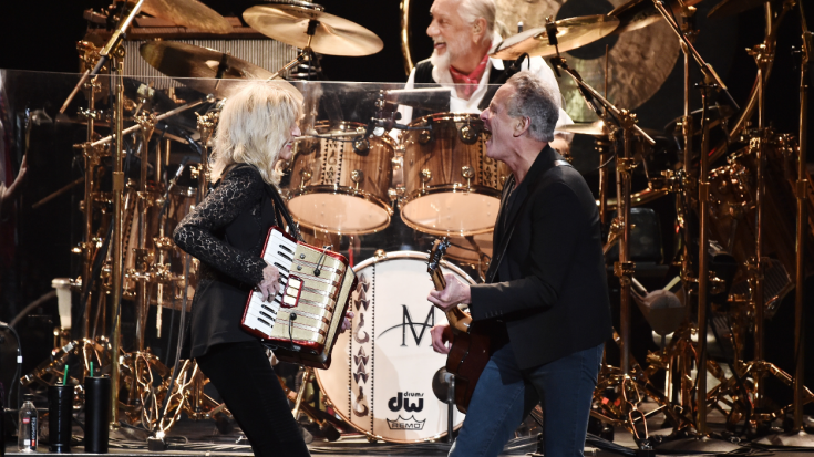 "Flashback: Lindsey Buckingham Performs ""The Chain"" With Fleetwood Mac For The Final Time 