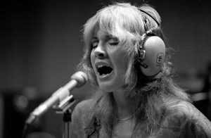 """The Truth About The Song """"Landslide"""" By Stevie Nicks"""