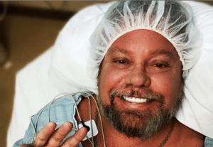 Mötley Crüe's Vince Neil Underwent Hand Surgery
