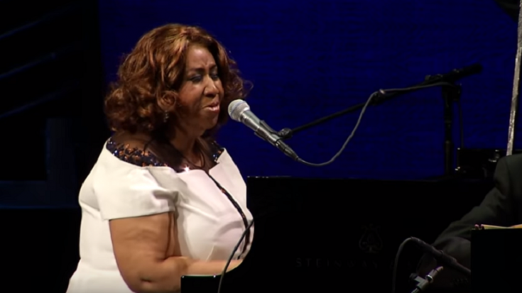 "Watch Aretha Franklin's Piano Rendition Of ""O Tannenbaum"" 