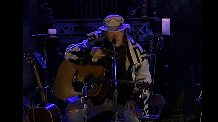 """Neil Young Apologized For The Delay Of His 1975 Album """"Homegrown"""" 