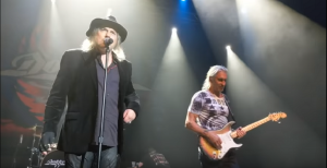 George Lynch Performs With Dokken