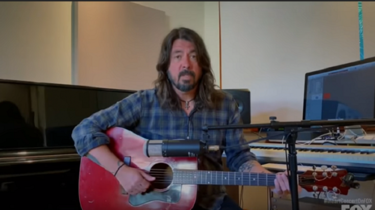 """Dave Grohl Performs """"My Hero"""" In Living Room Concert"""