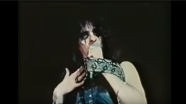 Relive The Time Alice Cooper Almost Died Onstage | Society Of Rock Videos