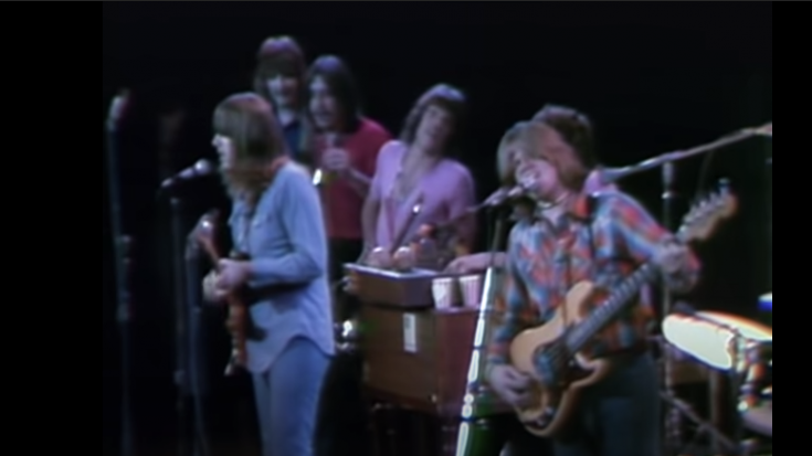 """1970 Massachusetts: Chicago Performs """"25 or 6 to 4"""" 