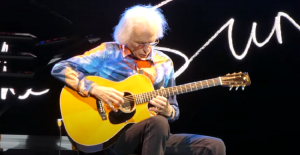 "Steve Howe Thinks A Yes Reunion Is ""Completely Unthinkable"""