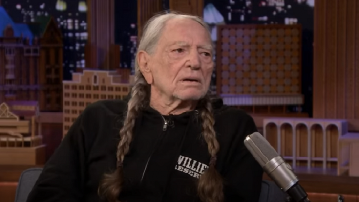 """Willie Nelson Gives Out A """"Truckload"""" Of Free Weed At Live Shows"""