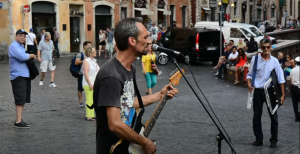 Busker In Italy Stuns Bystanders With Pink Floyd Cover